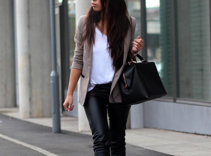 Советы модницам: чем дополнить кожаные брюки?